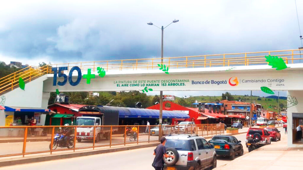 renovación de puente peatonal Banco de Bogotá